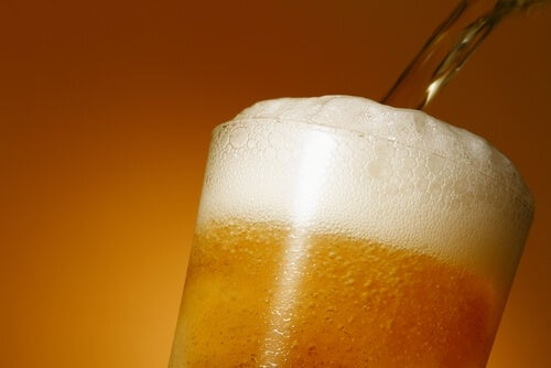 피해야 할 4가지 고칼로리 음료 맥주