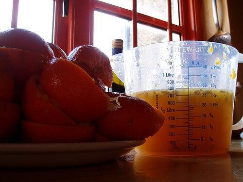 오렌지 즙 주스를 만들어 다이어트