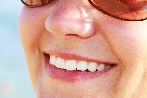 풋사과를 먹으면 건강한 치아에 좋다