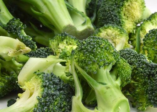 뇌 활성화를 위한 6가지 식품 브로콜리