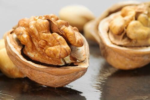 뇌 활성화를 위한 6가지 식품 호두