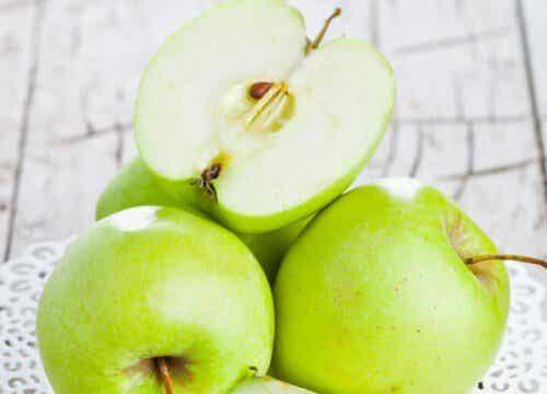 하루 사과 한 개로 비만을 예방할 수 있을까?