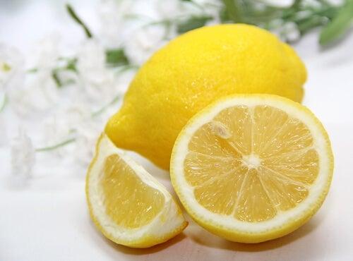 뱃살을 줄여주는 차 레몬 차