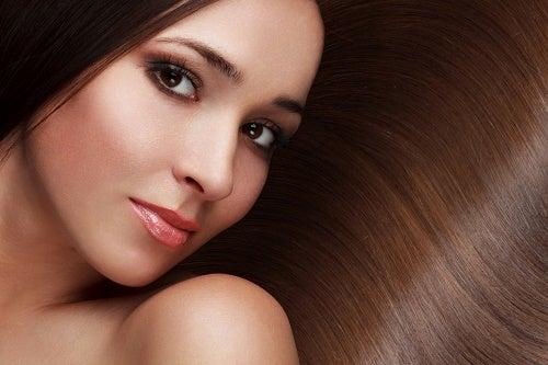 건강하고 아름다운 머릿결을 위한 8가지 팁