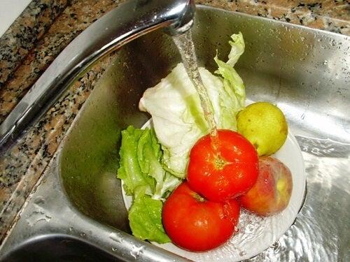 과일과 채소를 씻을 때는 이렇게!