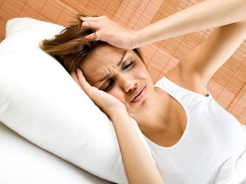 두통과 간 사이의 연관 관계