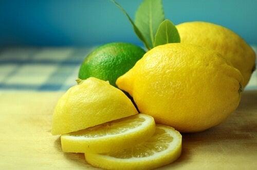 뱃살 빼는 데 효과적인 과일