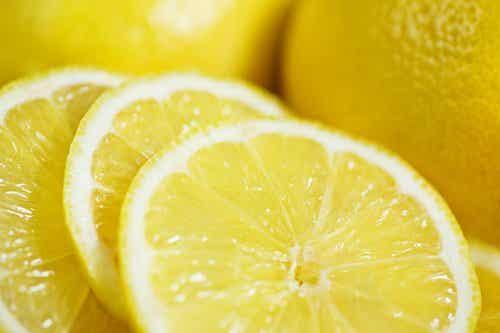 잘 알려지지 않은 레몬의 효능 12가지