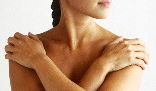 뻣뻣한 목을 치료하는 방법