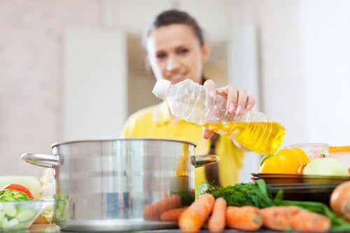건강에 좋은 식용유와 건강에 안 좋은 식용유