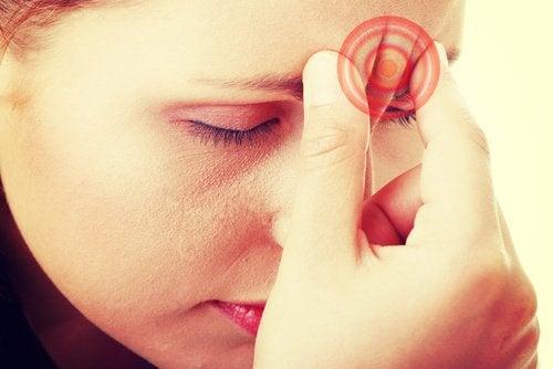 여성 편두통의 원인과 치료
