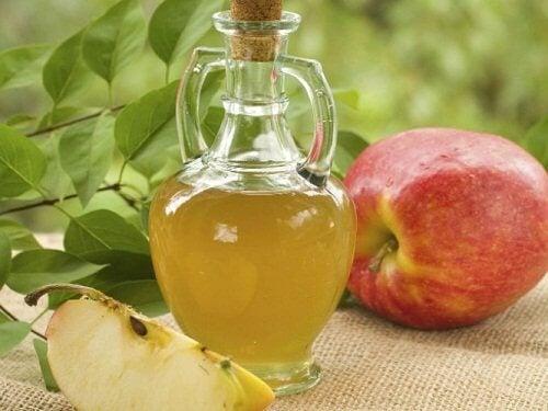 치석을 제거하고 사과 식초