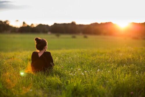 우울증을 자연적으로 치료하는 효과적인 팁 9가지