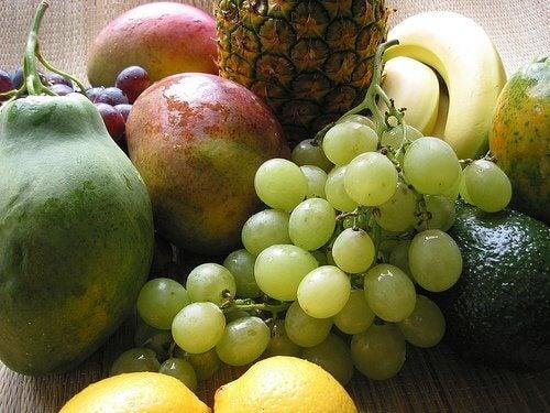 건강하게 체중을 감량할 수 있는 10가지 방법 과일
