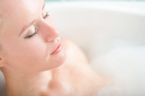 목욕할 때 너무 뜨거운 물