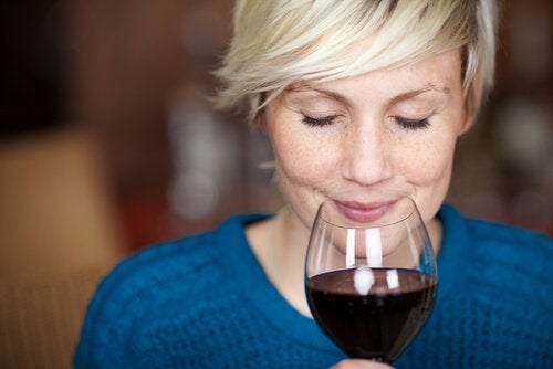 woman-with-wine