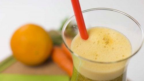 체중감량을 위한 파슬리, 당근, 오렌지 주스