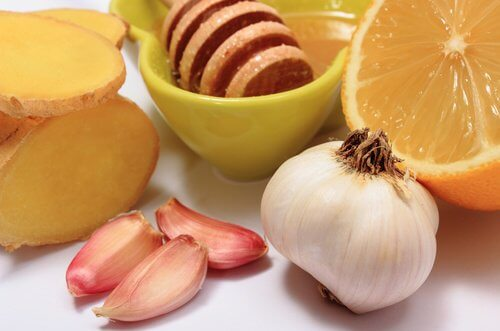 8가지 질환에 좋은 꿀과 생강즙을 더한 마늘 피클