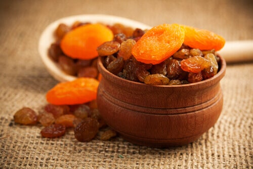 2-apricots-and-raisins
