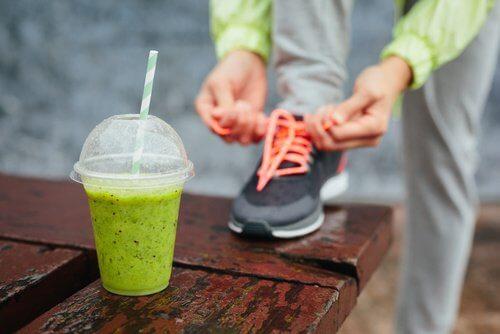 아침 식사로 좋은 단백질 스무디 4가지
