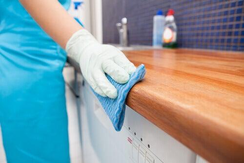 표면을 깨끗하게 닦는 7가지 팁