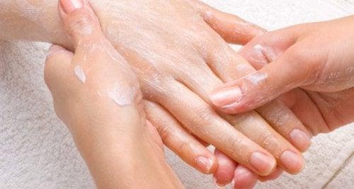 1-hand-massage