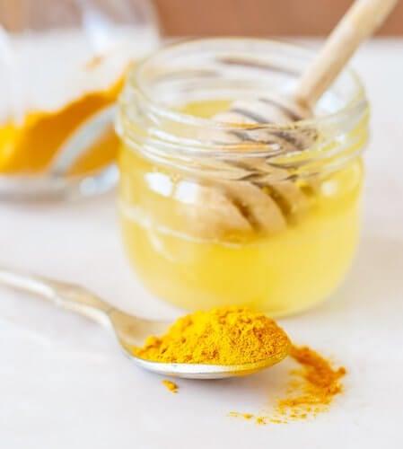 관절통을 위한 강황 꿀 치료제