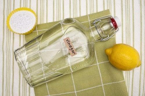 흰옷의 땀 얼룩을 제거하는 간단한 방법