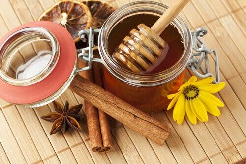 꿀과 계피로 천연 특효약을 만들어보자