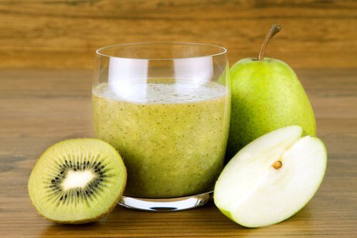 Pear-kiwi-and-linseed-smoothie