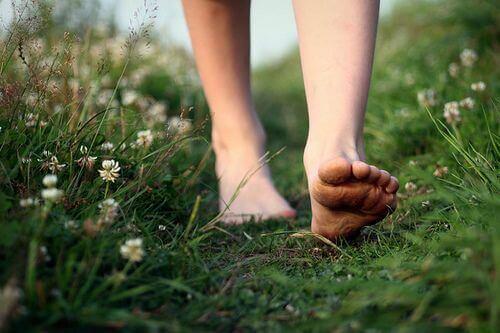 barefoot-woman-walking-freely