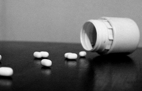 우울증이 있는 사람을 위한 약과 치료도 있어