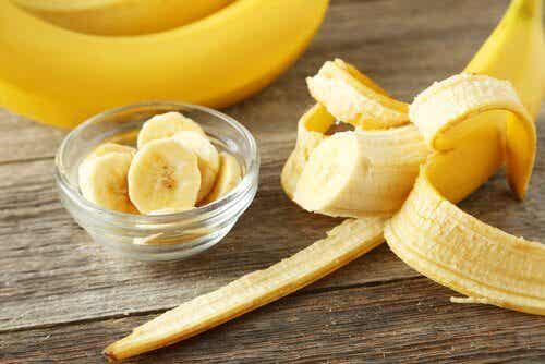 바나나 껍질의 숨겨진 활용법