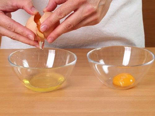 피부를 깨끗하고 탄력 있게 만드는 달걀 팩