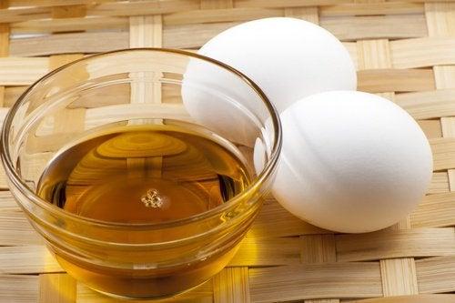 egg-yolk-oil-and-honey-cream