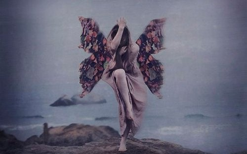 2-woman-and-butterfly-wings