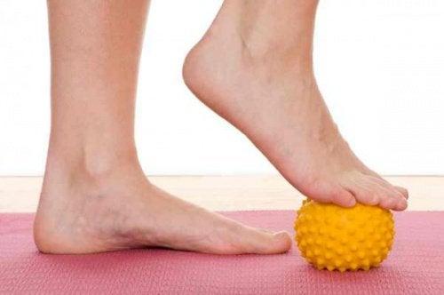 발뒤꿈치 통증을 완화하는 운동