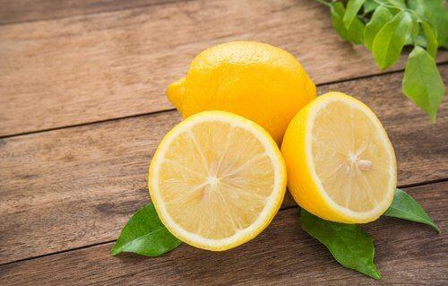 화장실 냄새를 레몬