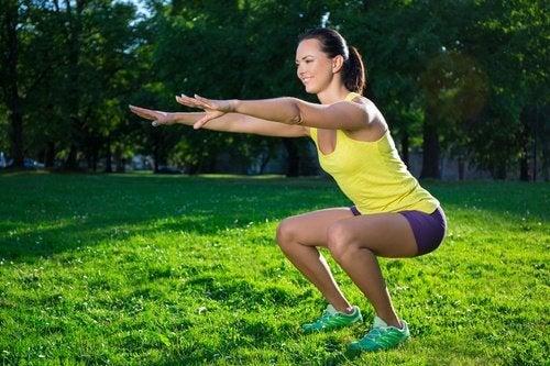 축 늘어진 다리를 방지하기 위한 운동 6가지