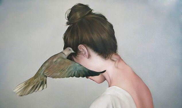 woman-with-wooden-pidgeon-at-ear