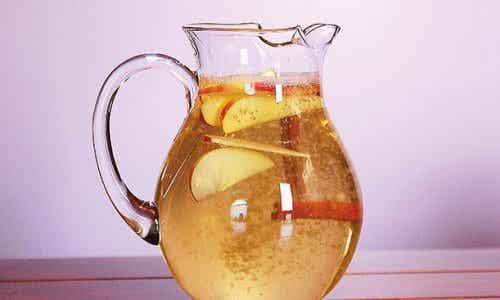 사과와 레몬을 넣은 계피 워터의 체중 감량 효능