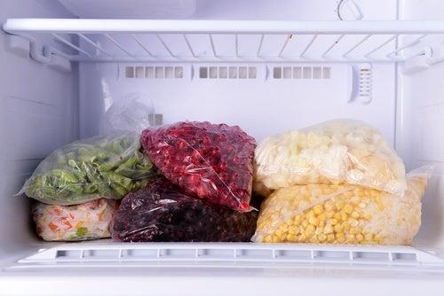 냉동실에 보관하지 말아야 할 9가지 식품