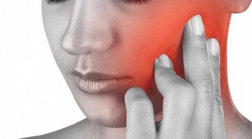 턱 통증을 경험한 적이 있는가?