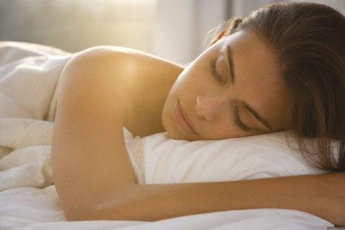 알몸으로 자는 것의 7가지 이점
