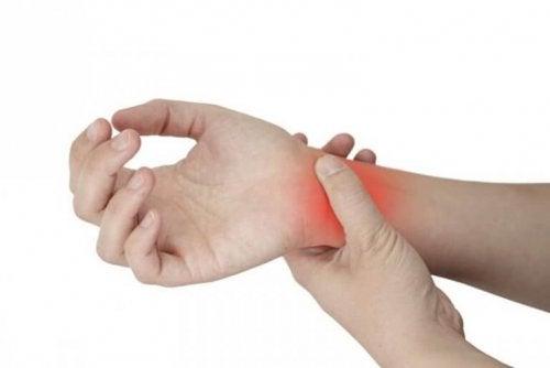 건막염 손목 통증