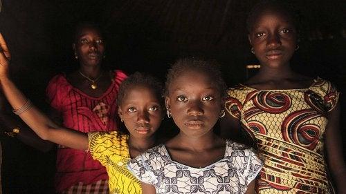 놀라운 뉴스: 아프리카에서 여성할례에 반대하다