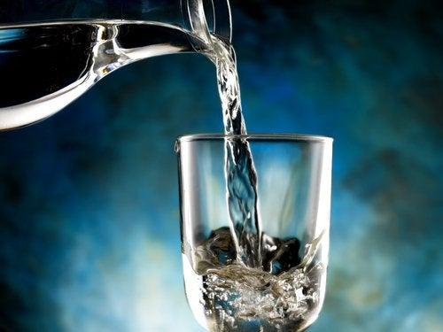 bebe-agua-500x375