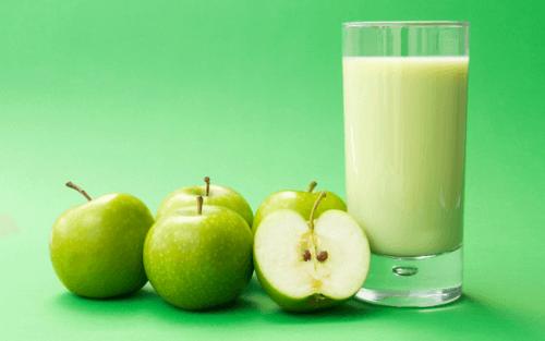 날씬한 배를 위한 4가지 사과 스무디