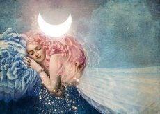 mujer-recostada-en-la-luna