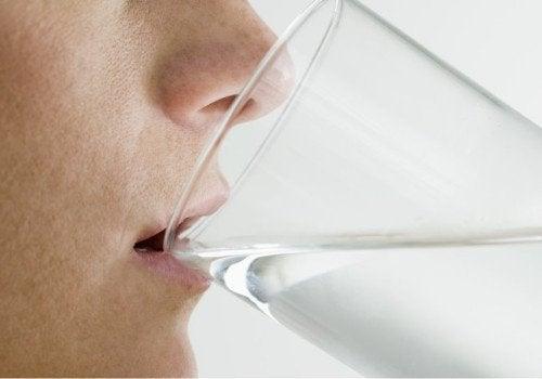 아침에 일어나자마자 물을 마셔야 하는 이유